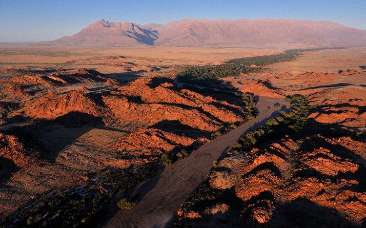 Ugab River et Brandberg. Namibie. Micel Bureau